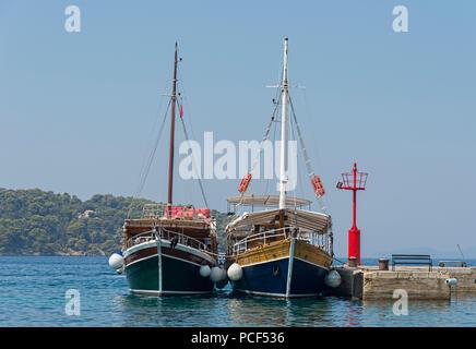 Yachten vor Anker auf der Insel Lopud Dubrovnik Kroatien - Stockfoto