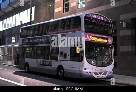 Der erste Bus, es tut uns Leid, Zentrum der Stadt Leeds, West Yorkshire, England, LS1, UK - Stockfoto