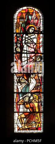 Saint Joan des Bogens Tod auf dem Scheiterhaufen, Glasfenster in der Basilika von Sacré Coeur, gewidmet dem Heiligen Herzen Jesu in Paris, Frankreich - Stockfoto