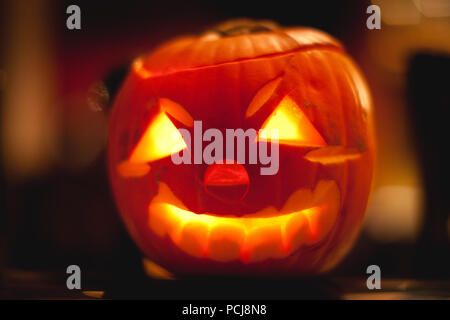 carving gesicht halloween k rbis schwarze silhouette mit. Black Bedroom Furniture Sets. Home Design Ideas
