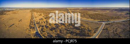 Breite Antenne Panorama der australischen Landschaft in Riverland region - Stockfoto