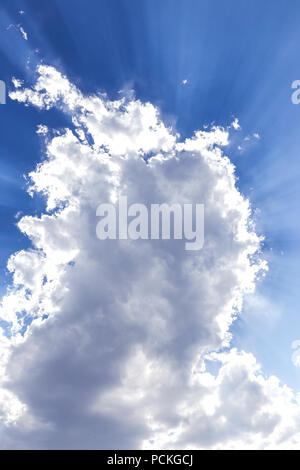 Blauer Himmel und Wolken, Big Sky Country, Montana, USA - Stockfoto
