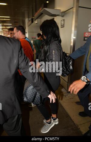 MIAMI BEACH, FL - Juni 19: Kylie Jenner kommt an den Internationalen Flughafen von Miami, die am 19. Juni 2015 in Miami Beach, Florida. Personen: Kylie Jenner - Stockfoto