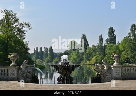 Die berühmten Italienischen Gärten in Kensington Gardens, Westminster, Großbritannien - Stockfoto