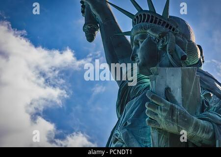 Ein Blick auf die Freiheitsstatue in New York. - Stockfoto