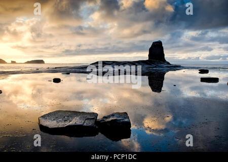 Schwarz Nab bei Sonnenuntergang. Saltwick Bay, England (8) - Stockfoto