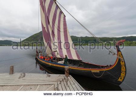 Wikingerschiff bei Lofotr Viking Museum, Lofoten, Norwegen - Stockfoto