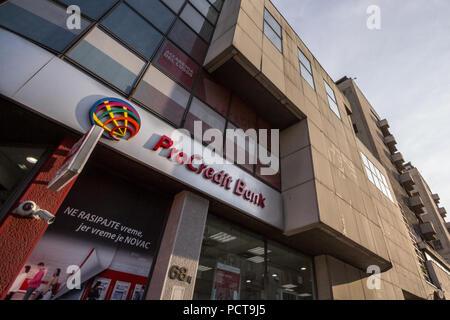 Belgrad, SERBIEN - Juli 25, 2018: ProCreditBank Logo auf Ihrer Hauptniederlassung für Serbien. Pro Credit Bank ist eine deutsche Geldinstitut spezialisiert. - Stockfoto