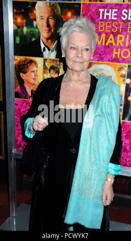 "NEW YORK, NY - 03. März: Judi Dench kümmert sich ""Die zweite beste Exotische Marigold Hotel"" New York Premiere im Ziegfeld Theatre am 3. März 2015 in New York City. Personen: Judi Dench - Stockfoto"