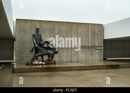 SACHSENHAUSEN, Deutschland, 9. Dezember 2009: Das Denkmal für die Opfer im Krematorium im KZ Sachsenhausen, Konzentrationslager. - Stockfoto