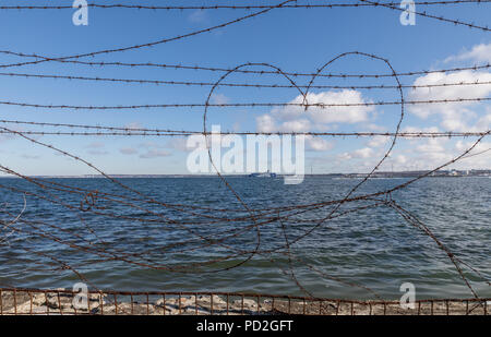 Herzförmige Stacheldraht verdrahtet in Tallinn