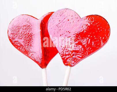 Zwei candy Herz Form auf weißem Hintergrund - Stockfoto