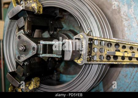 Metall Blatt Fertigung Fliesenwerk. Stahlblech mit Zink ...