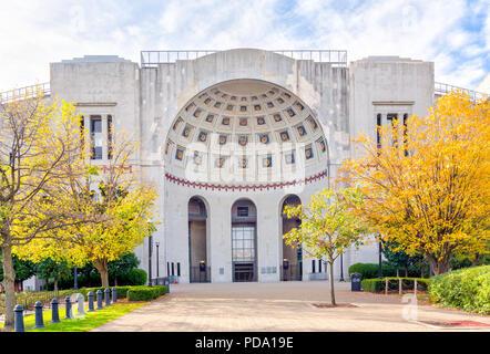 COLUMBUS, OH/USA - 21. OKTOBER 2017: Rotunde Eingang zu Ohio Stadium auf dem Campus der Ohio State University. - Stockfoto