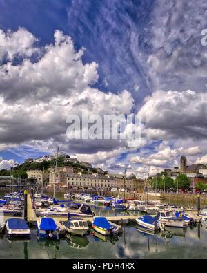GB - DEVON: Torquay Hafen und Stadt - Stockfoto