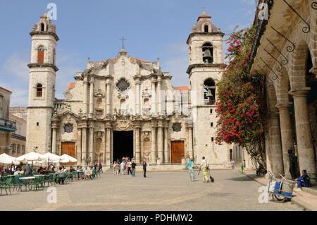 Havanna: Eine der ältesten Kirche in Kuba an der Plaza de la Catedral, Kathedrale San Cristóbal - Stockfoto