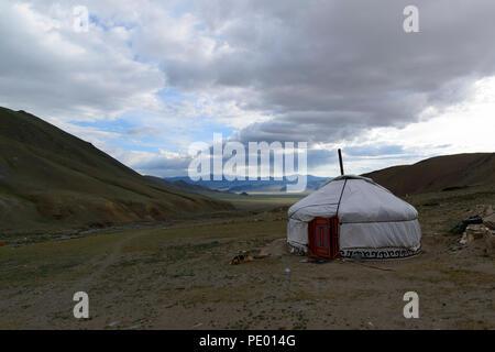 Ein ger oder Jurte in der Steppe in der Mongolei - Stockfoto