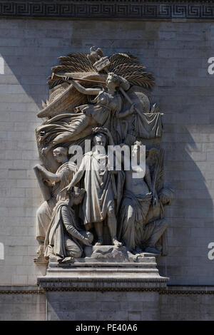 Skulptur ganz nah am Triumphbogen de l Etoile (Arc de Triomphe). Das Denkmal wurde von Jean Chalgrin 1806 in Paris, Frankreich. - Stockfoto