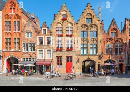 belgien flandern br gge br gge cafe und restaurants mit christmas lights marktplatz winter. Black Bedroom Furniture Sets. Home Design Ideas