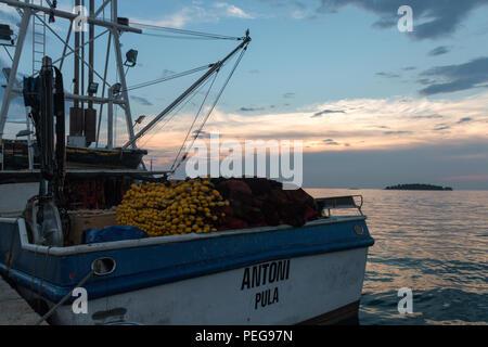 Rovinj, Kroatien - 24 Juli, 2018: Blick auf das Fischerboot Antoni von Pula, Kroatien. - Stockfoto
