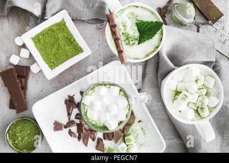Hot Matcha Latte mit Marshmallows