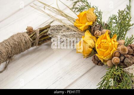 Kranz Aus Zweigen : runde rahmen mit kranz von weihnachten blumen isoliert auf weiss stockfoto bild 60005593 alamy ~ Watch28wear.com Haus und Dekorationen