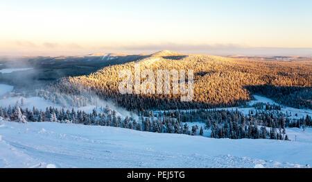 Ski Resort in Ruka im Winter, Finnland. - Stockfoto