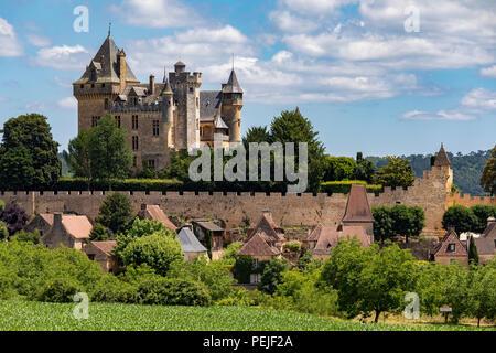 Chateau de Montfort - ein Schloss in der französischen Ortschaft Vitrac in der Region Dordogne Frankreich - Stockfoto