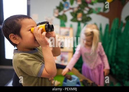 Spielzeug fernglas stockfoto bild  alamy