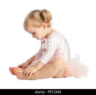 Portrait von weiblichen Kind Praxis klassisches Ballett auf weißem Hintergrund - Stockfoto