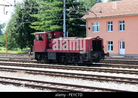 Alte schwarze rote Lokomotive in Resita, Rumänien Stockfoto, Bild ...