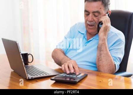 Der Mensch seine Buchhaltung, Finanzberater. - Stockfoto