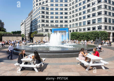 Mittag Diners, Cabot Square, Canary Wharf, London Borough Tower Hamlets, Greater London, England, Vereinigtes Königreich - Stockfoto