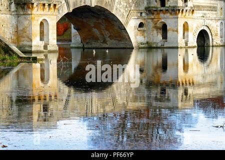Brücke über den See, Blenheim Palace, im Herbst - Stockfoto