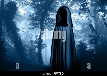 Gruselige Monster in mit Kapuze Umhang mit glühenden Augen in nebligen Wald landschaft. Foto Farben in blauer Farbe - Stockfoto