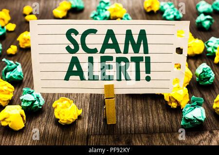 Text Zeichen angezeigt Scam Alert. Konzeptionelle foto Warnung jemand über Regelung oder Betrug bemerken, die ungewöhnliche Clothespin Holding notebook Papier zerknittert Pap - Stockfoto