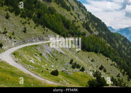 Malerische Landschaft Straße in den Albanischen Alpen Berg - Stockfoto