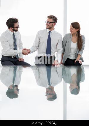 Geschäft Hintergrund. business Handshake im neuen Büro - Stockfoto
