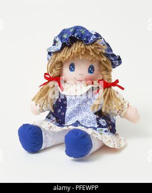 Sitzung lächelnd rag doll, Vorderansicht - Stockfoto