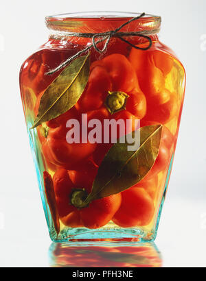 Eingelegte Paprika in einem Glas erhalten, in der Nähe - Stockfoto