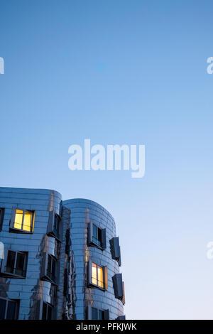 Neue Zollhof Gebäudekomplex, Düsseldorf, Deutschland. Das Ensemble wurde von Frank O. Gehry entworfen und im Jahr 1998 abgeschlossen. - Stockfoto