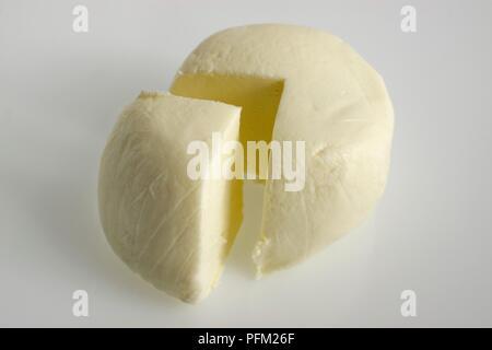 In Scheiben geschnitten Umlauf des Französischen Strähnen des des Garrigues Ziegenkäse - Stockfoto