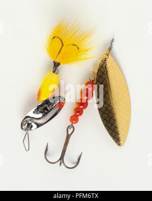 Spinnerbait Angelhaken mit Blades, Perlen und Federn, close-up - Stockfoto