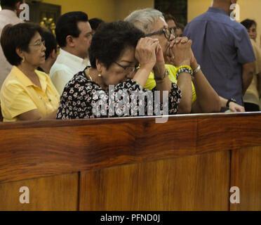 Quezon City, Philippinen. 1. Februar, 2013. Philippinischer Aktivist Etta Rosales, während der Messe gesehen. eine Kirche Gottesdienst zum Gedenken an den 35. Jahrestag der Ermordung von Benigno (Ninoy Aquino jr.), der am 21. August 1983 ermordet wurde, während sich die Treppe von einem Flugzeug am Manila International Airport. Credit: Josefiel Rivera/SOPA Images/ZUMA Draht/Alamy leben Nachrichten - Stockfoto