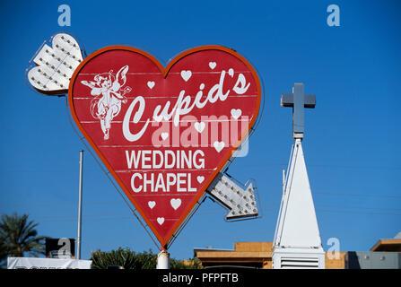 USA, Nevada, Las Vegas, Hochzeit Cupid's Kapelle, Zeichen in Form von Pfeil durch Liebe Herz - Stockfoto