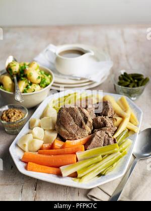 Pot Au Feu Gekochtes Rindfleisch Mit Wurzelgemüse Und Kohl