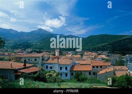 Italien, Toskana, Insel Elba, Blick über die Dächer von Marciana - Stockfoto