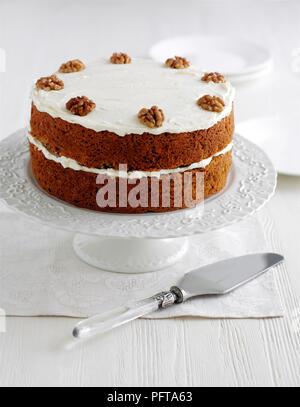 Karotte Kuchen Mit Frischkase Topping Und Dekoriert Mit Pekannussen