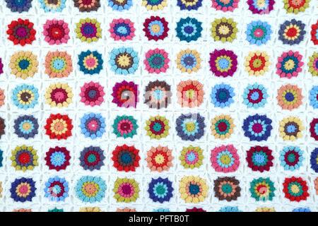 Granny Square Decke Mit Blumen Stockfoto Bild 216279605 Alamy