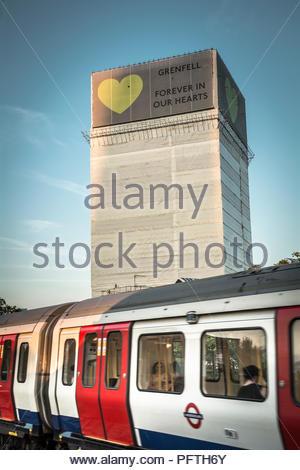 Grenfell Turm, ein 24-stöckiges Mehrfamilienhaus in Kensington, West London, Vereinigtes Königreich. - Stockfoto